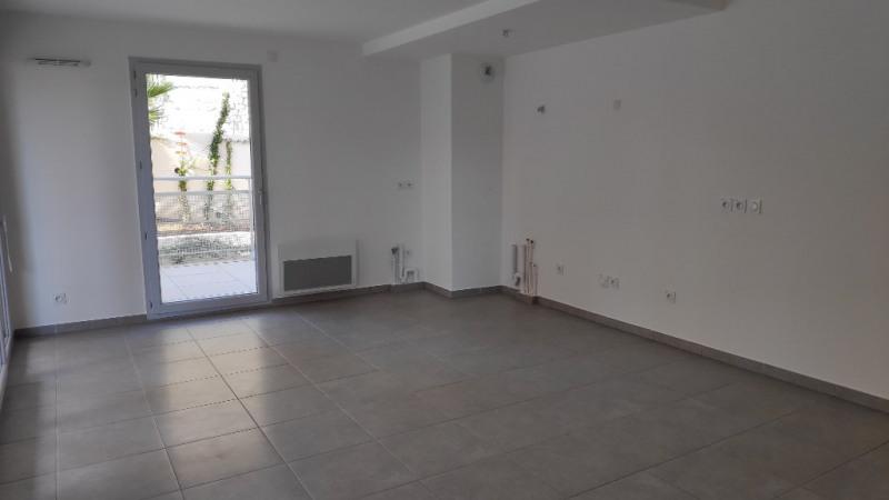 Rental apartment Saint laurent du var 960€ CC - Picture 2