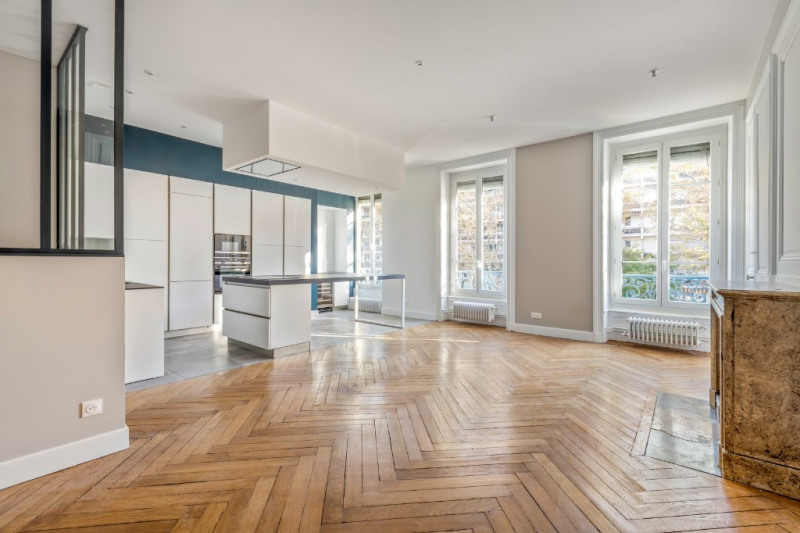 Renovated old apartment Boulevard des Belges
