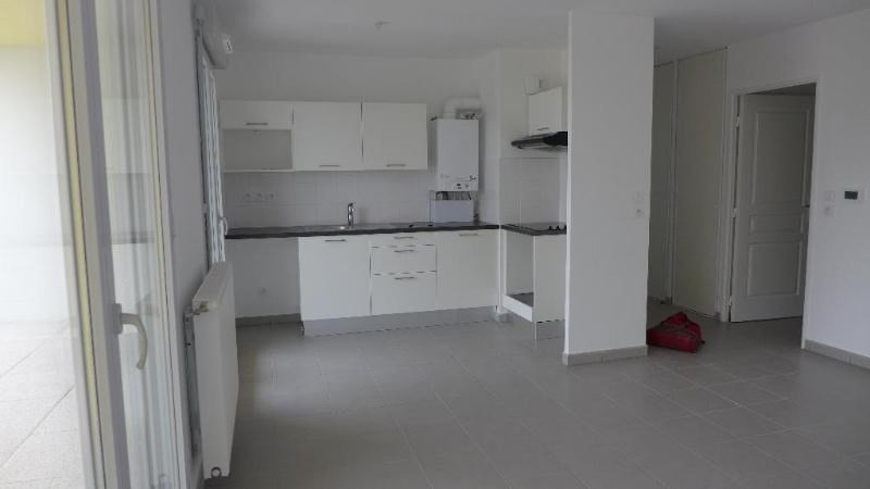 Rental apartment Decines charpieu 784€ CC - Picture 5