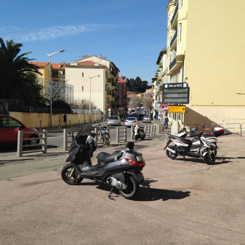 Location local commercial Nice 756€ CC - Photo 5