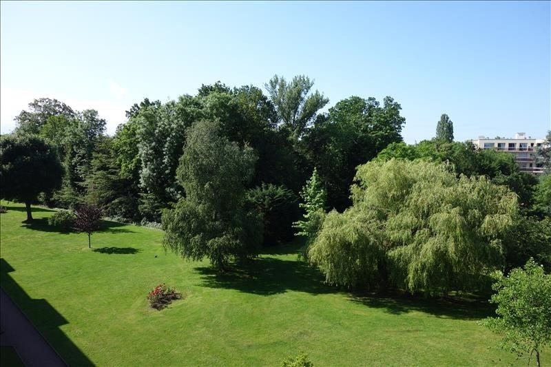 Sale apartment Versailles 325000€ - Picture 1