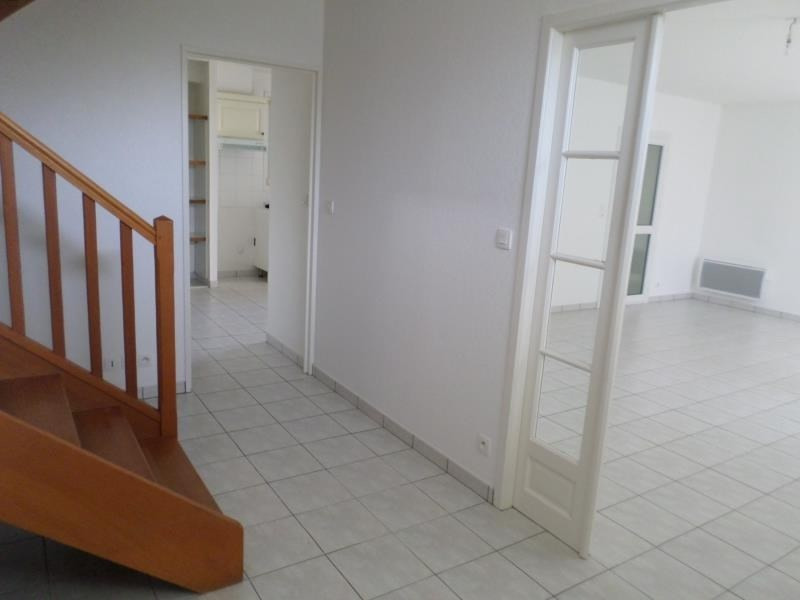 Location maison / villa Montmorillon 897€ CC - Photo 5