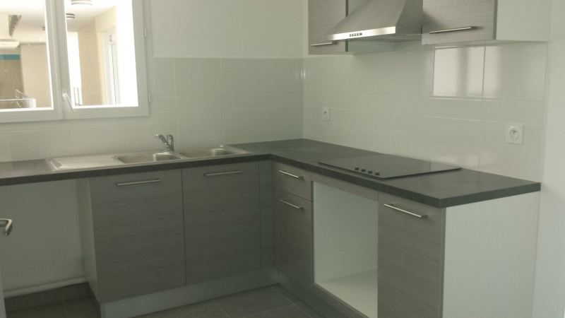 Location appartement St denis 936€ CC - Photo 2