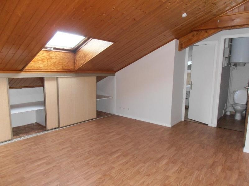 Location appartement 01100 230€ CC - Photo 2