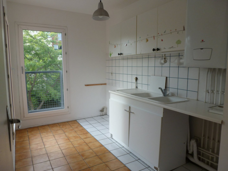 Rental apartment Guyancourt 949€ CC - Picture 2