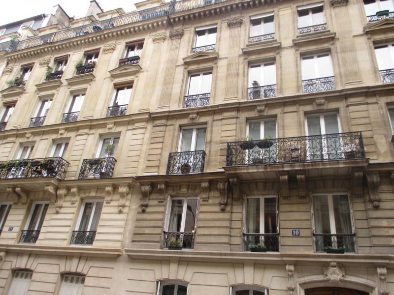 Rental apartment Paris 8ème 1300€ CC - Picture 1