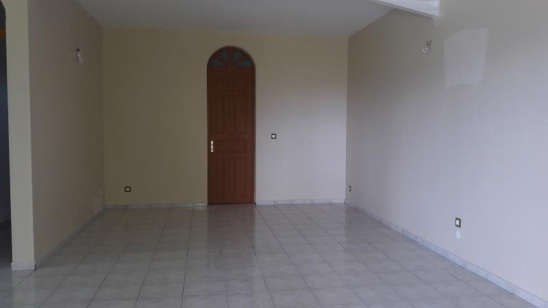Rental house / villa Ste anne 1 500€ CC - Picture 3
