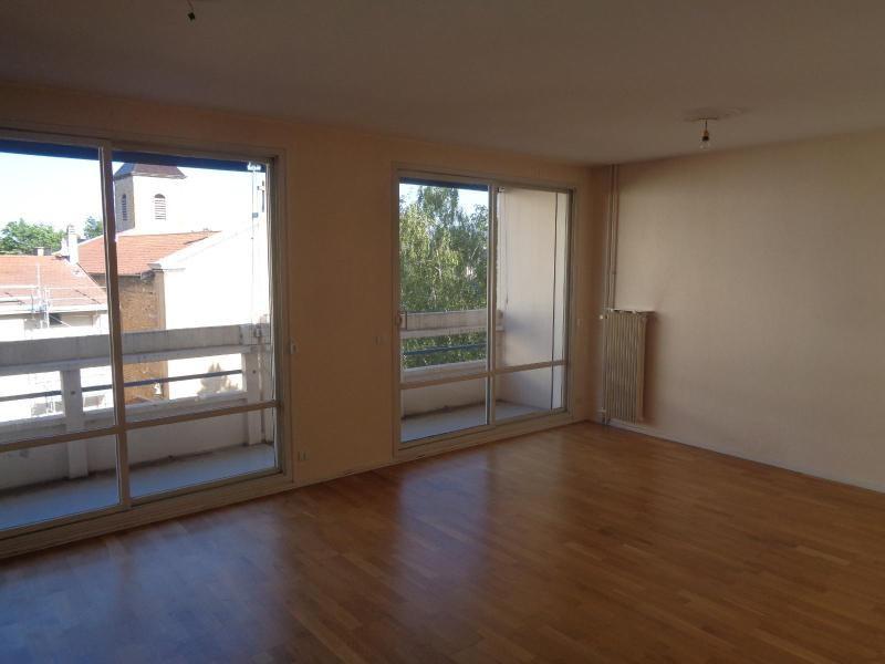 Location appartement Caluire 872€ CC - Photo 1