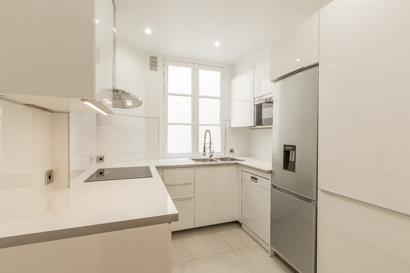Location appartement Paris 16ème 5 500€ CC - Photo 9