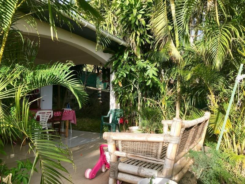 Sale house / villa Les avirons 460000€ - Picture 1