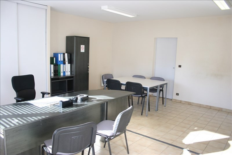 Location local commercial Nay 2 000€ HT/HC - Photo 4