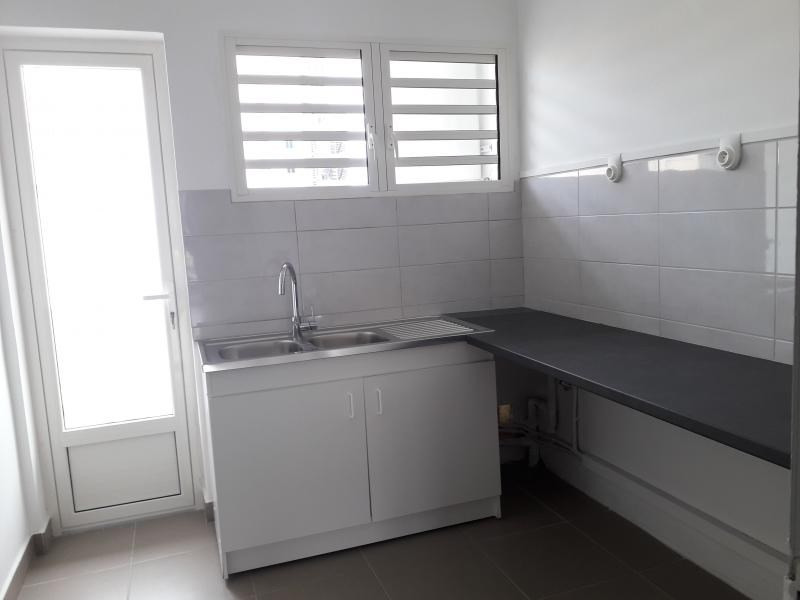 Rental apartment St denis 830€ CC - Picture 2