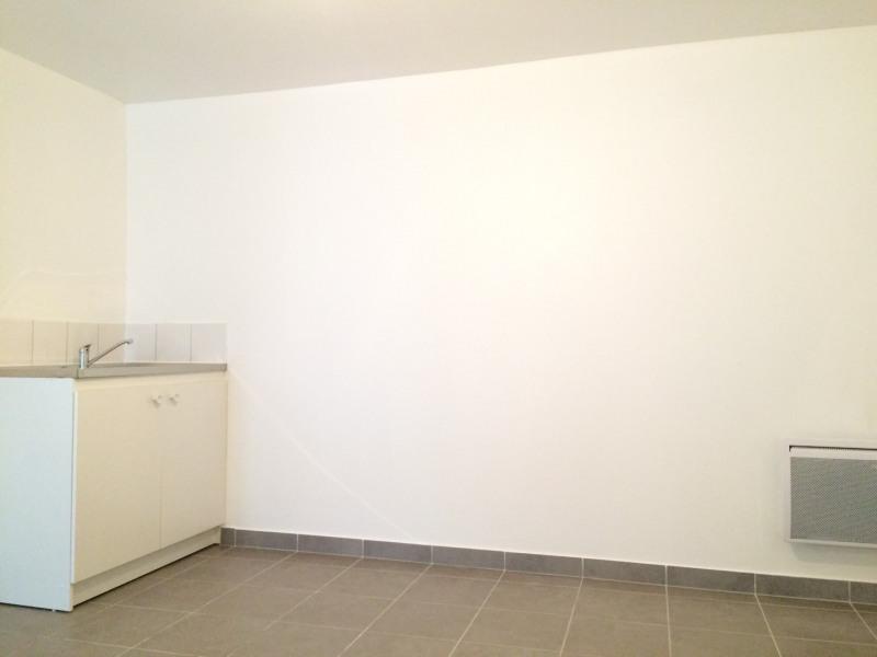 Rental apartment Méry-sur-oise 500€ CC - Picture 3