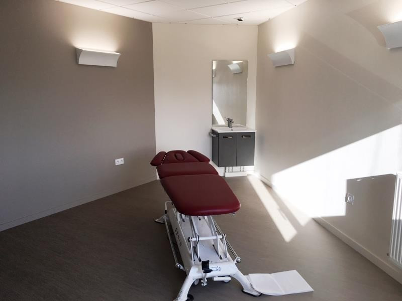 Rental office Fougeres 420€ HT/HC - Picture 2