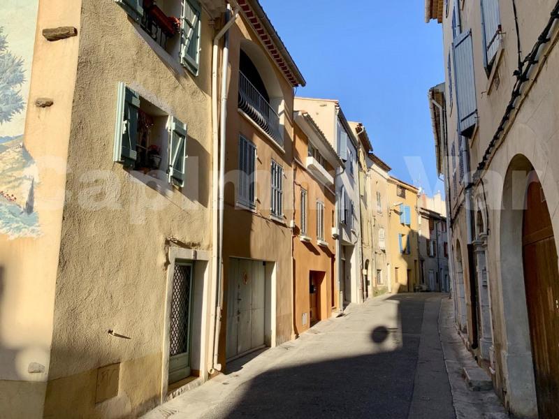 Rental apartment Le beausset 695€ CC - Picture 1