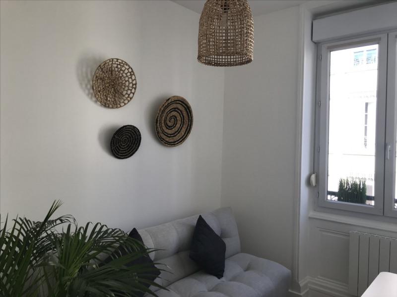 Location appartement Lyon 6ème 950€ CC - Photo 3
