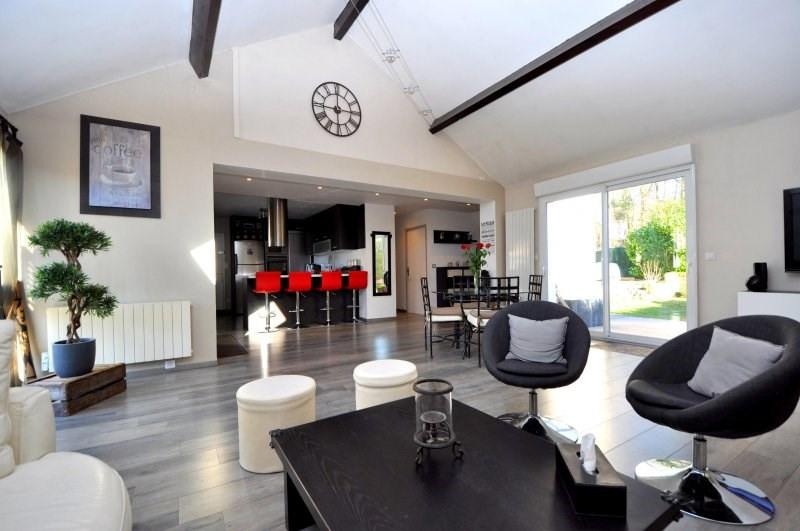 Sale house / villa Bonnelles 359000€ - Picture 1