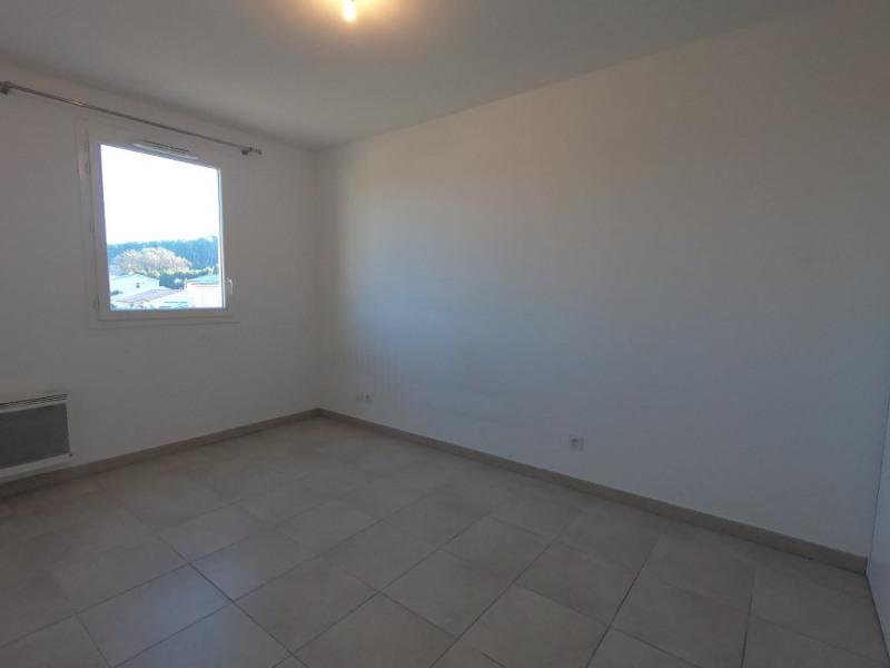 Location appartement Bouc bel air 1058€ CC - Photo 4