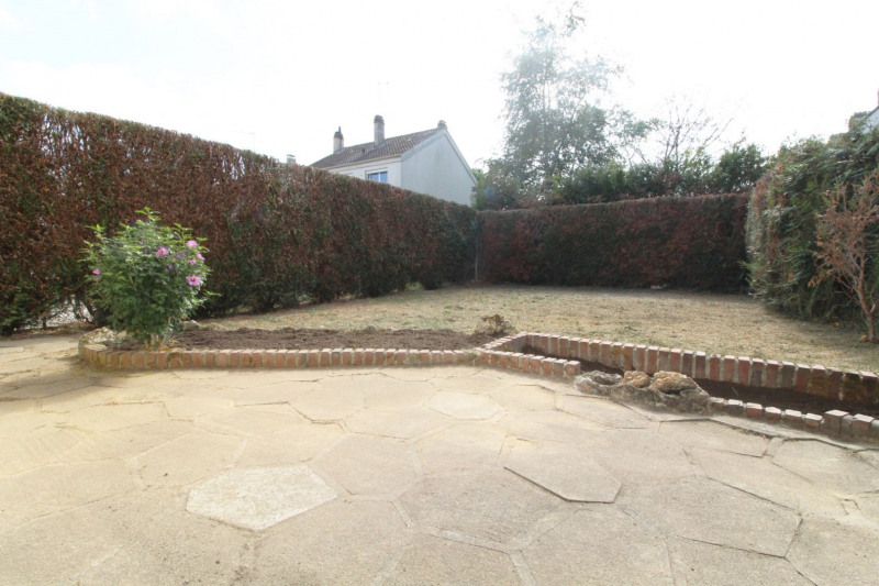 Sale house / villa Maurepas 331000€ - Picture 4
