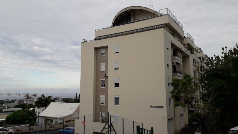 Rental apartment St denis camelias 1 050€ CC - Picture 1