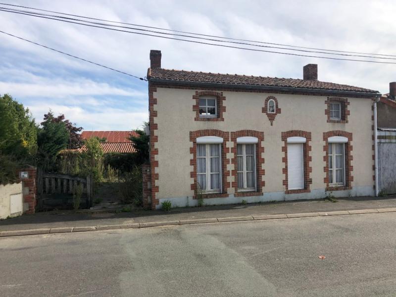 Sale house / villa Saint andre de la marche 127840€ - Picture 1