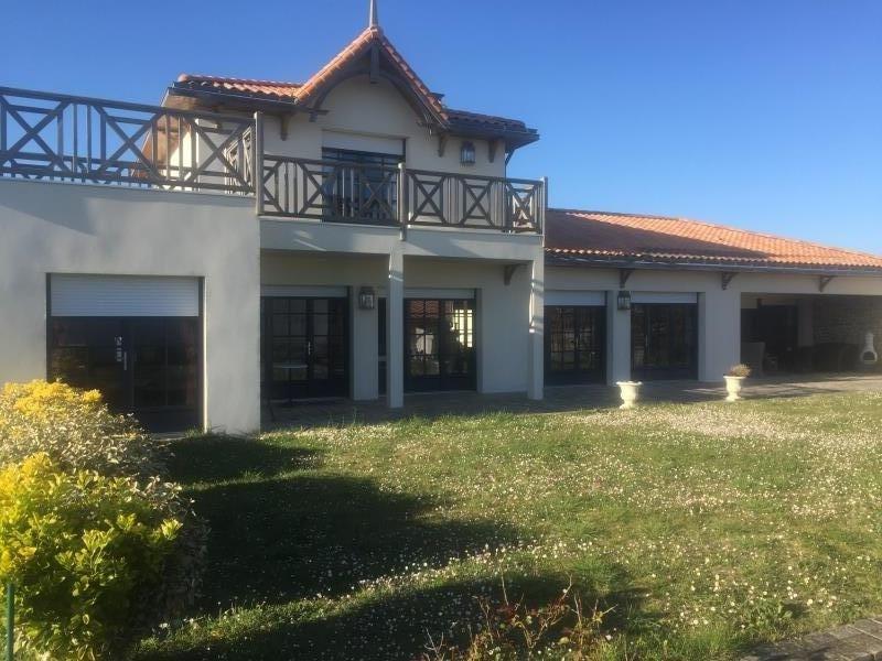 Deluxe sale house / villa Prefailles 617400€ - Picture 1