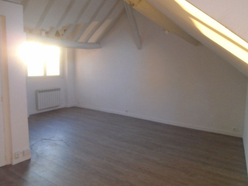 Rental apartment Chatou 710€ CC - Picture 1
