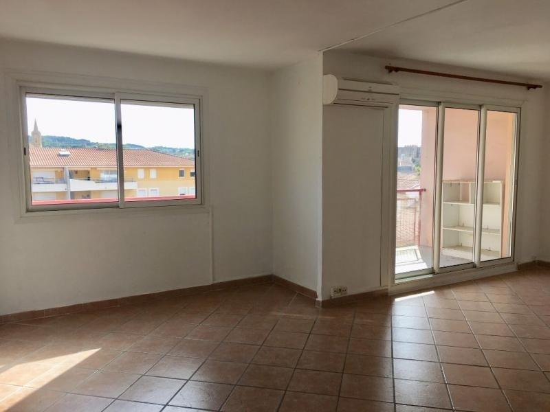Rental apartment Salon de provence 575€ CC - Picture 1
