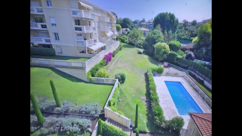 Sale apartment Antibes 338000€ - Picture 1