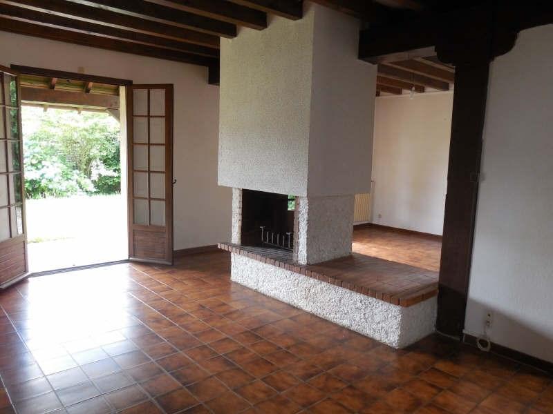 Location maison / villa Gan 882€ CC - Photo 2