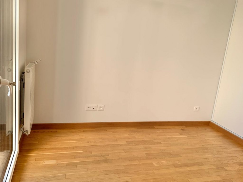 Location appartement Paris 16ème 3 420€ CC - Photo 5
