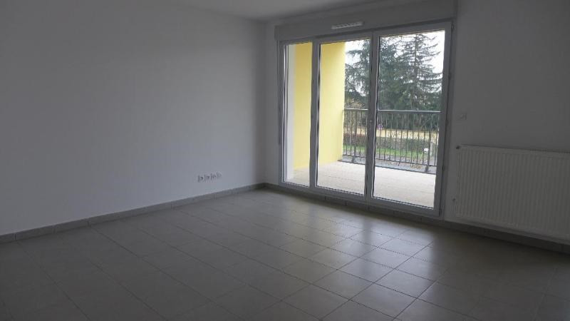 Rental apartment Decines charpieu 784€ CC - Picture 3