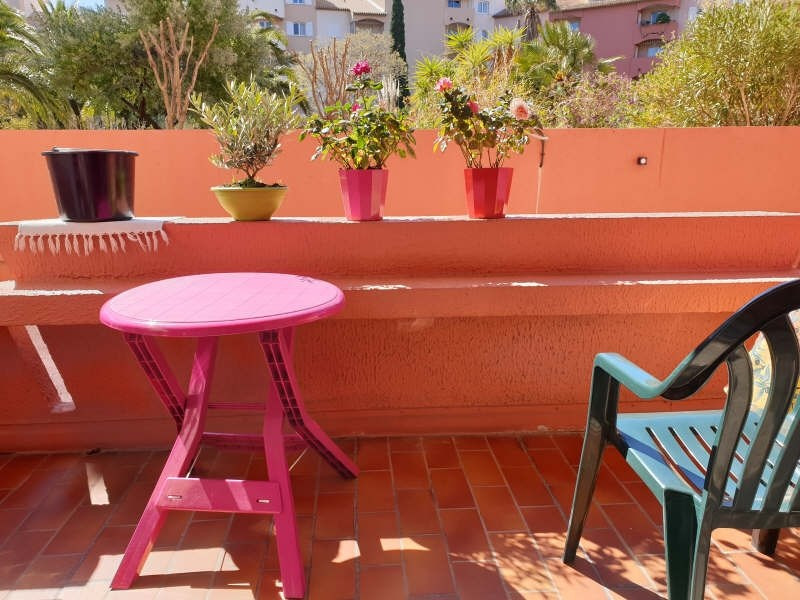 Vente appartement Hyeres 107 000€ - Photo 2