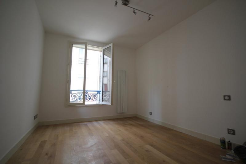 Rental apartment Paris 18ème 900€ CC - Picture 2