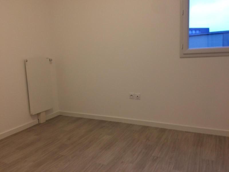 Rental apartment Saint nazaire 652€ CC - Picture 6