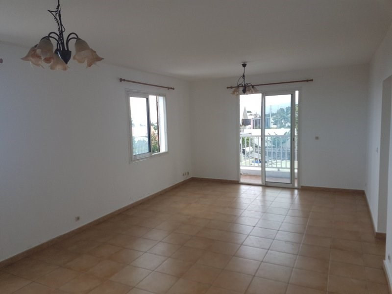 Sale apartment Le tampon 105 000€ - Picture 1