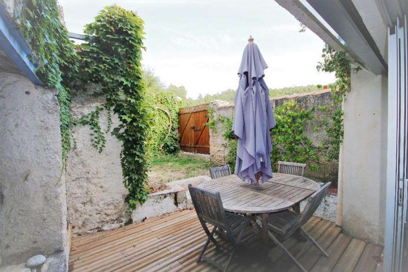 Sale house / villa Meyrargues 346000€ - Picture 1