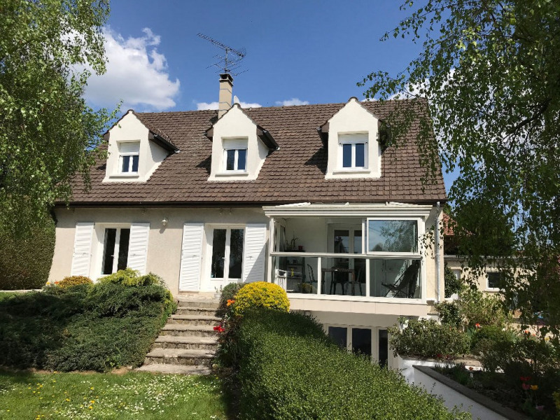 Sale house / villa Doue 335000€ - Picture 1