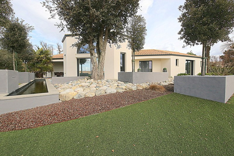 Deluxe sale house / villa Le fenouiller 676000€ - Picture 2