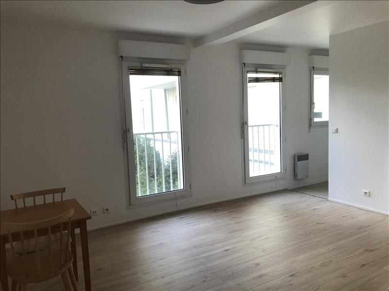 Rental apartment St cyr l ecole 665€ CC - Picture 2