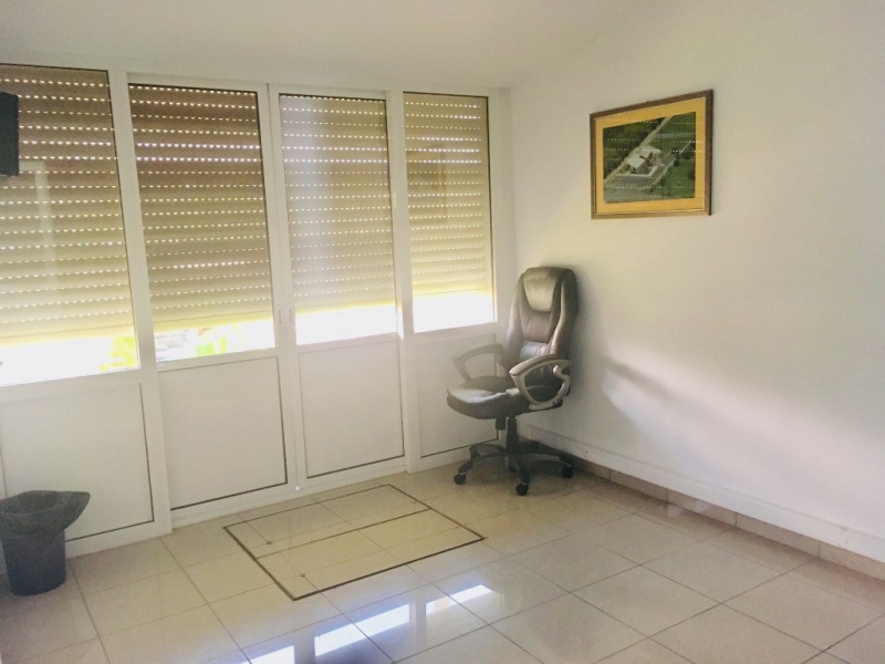 Location local commercial Petit canal 675€ HC - Photo 5