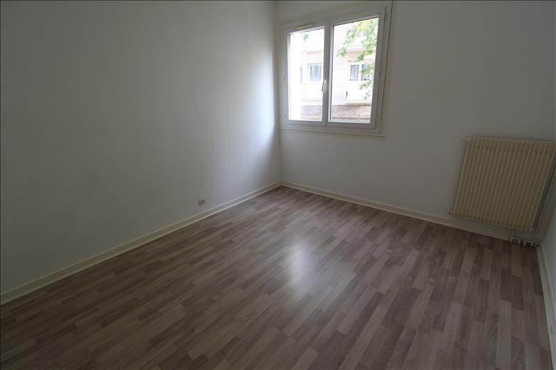 Rental apartment Maurepas 891€ CC - Picture 3