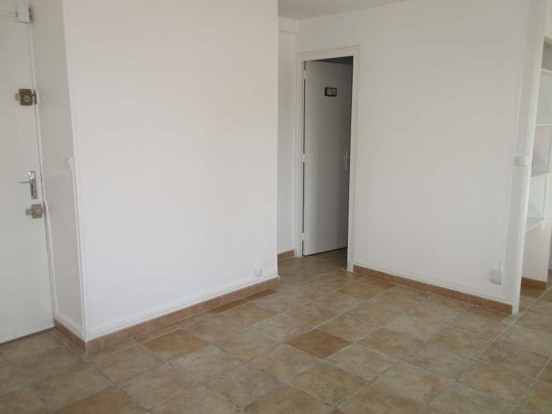 Rental apartment Niimes centre 440€ CC - Picture 3