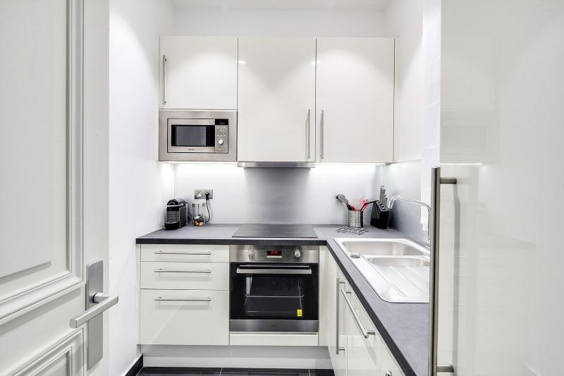 Rental apartment Paris 8ème 2450€ CC - Picture 5