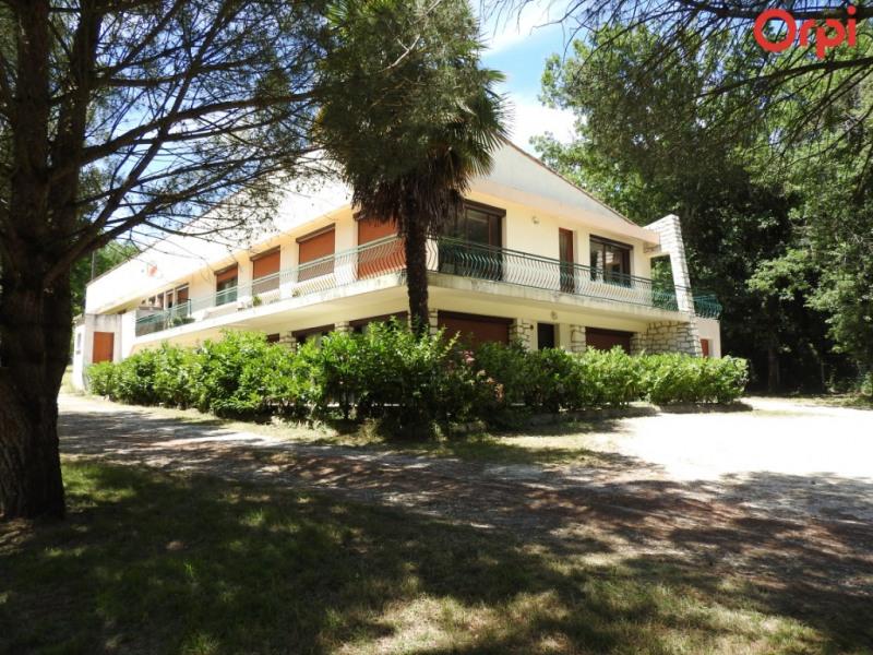 Ensemble immobilier: 4 appartements + garage ou B