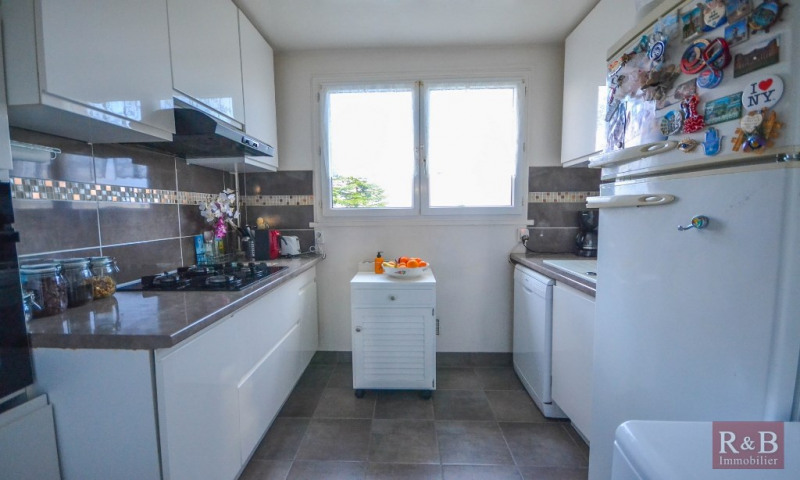 Sale apartment Les clayes sous bois 169000€ - Picture 2