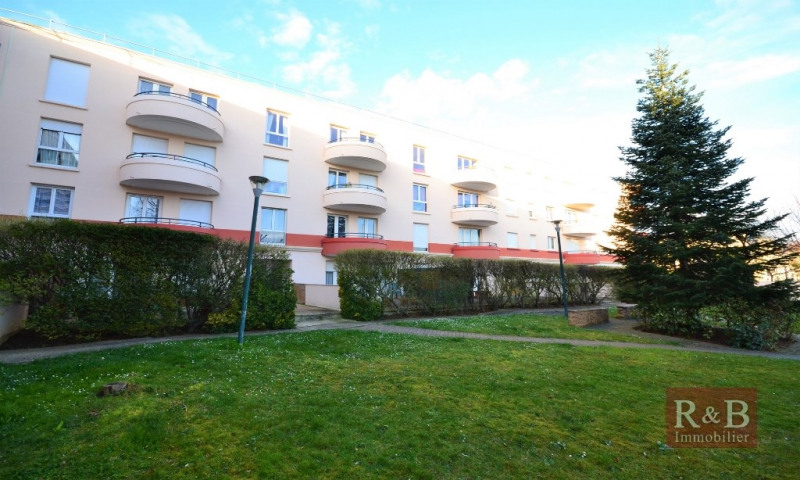 Sale apartment Plaisir 240 000€ - Picture 2