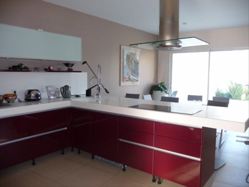 Sale house / villa Le chateau d'oleron 548550€ - Picture 2