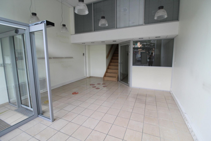 Location local commercial Voiron 792€ HT/HC - Photo 2