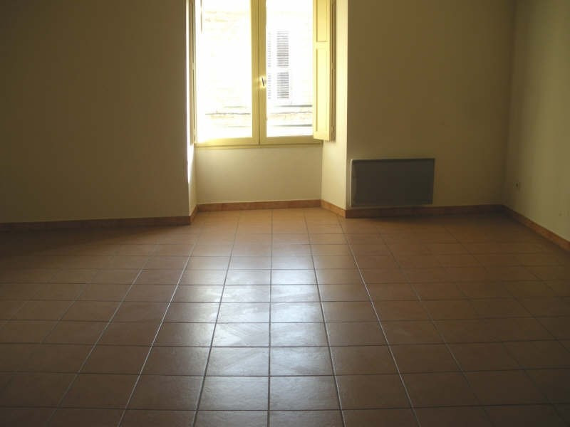 Rental apartment Salon de provence 425€ CC - Picture 3